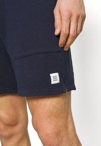 Marc O'Polo DENIM - FRONT POCKETS BACK POCKET - Shorts - blue night sky - 4