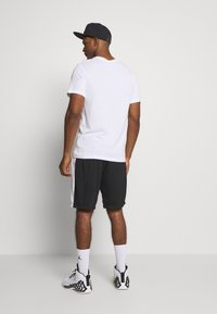 Jordan - JUMPMAN SHORT - Pantaloncini sportivi - black/black/white/gym red - 2
