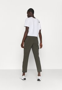 The North Face - NEVER STOP WEARING PANT  - Cargohose - new taupe green - 2