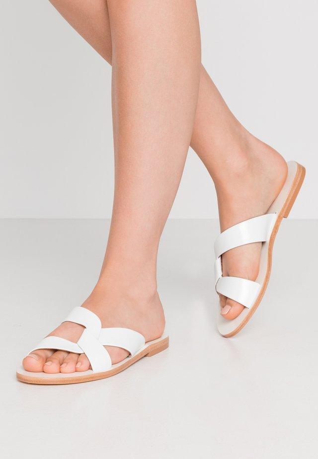 Pantofle - blanc