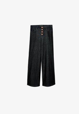MIT ORANGEN KNÖPFEN - Relaxed fit jeans - blue
