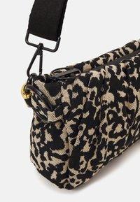 Marc Cain - SATCHEL BAG - Handbag - kangaroo - 5