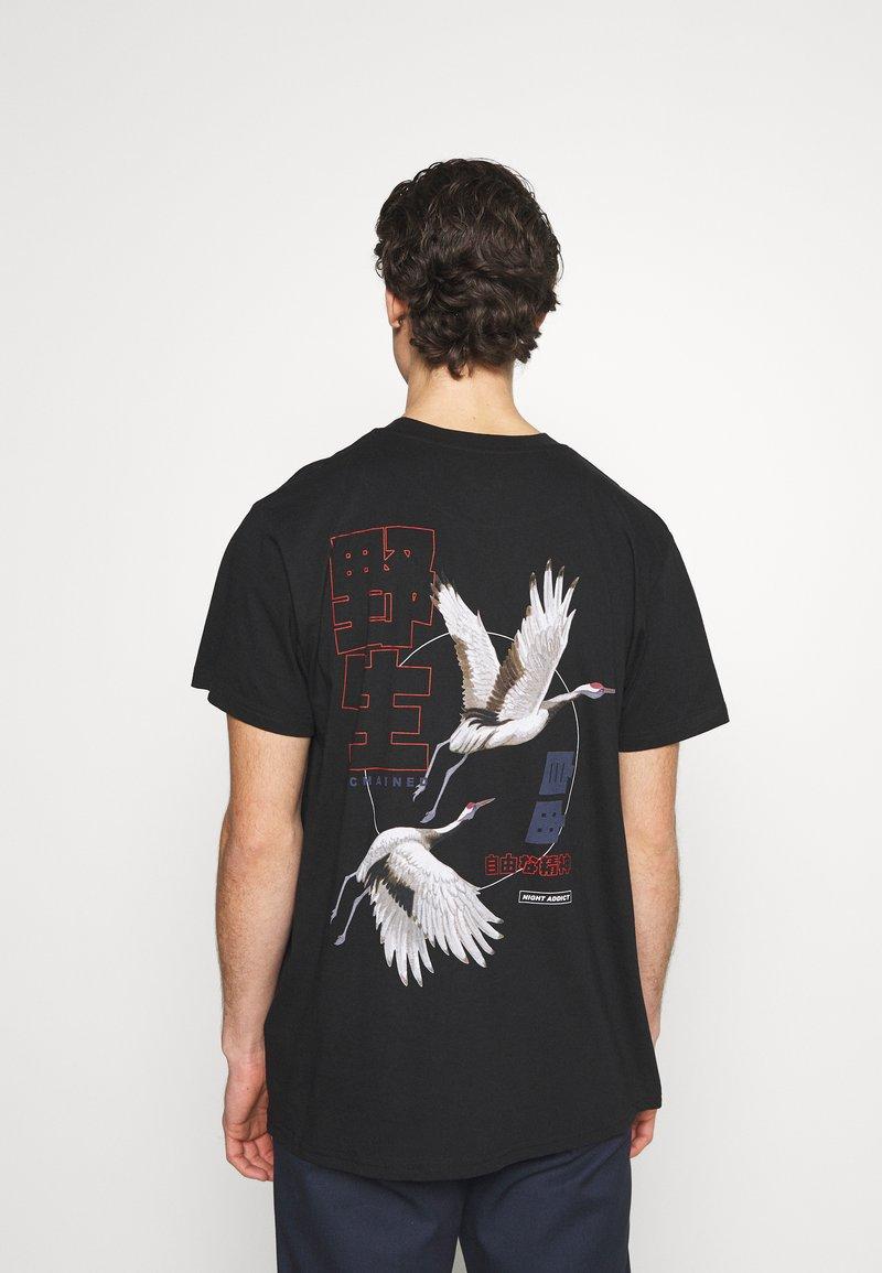 Night Addict - NASPIRIT - T-shirt med print - black