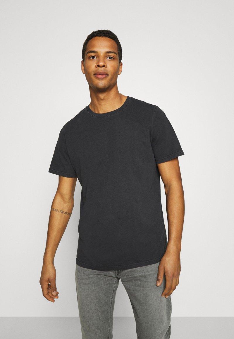 Neuw - BAND TEE - Jednoduché triko - black