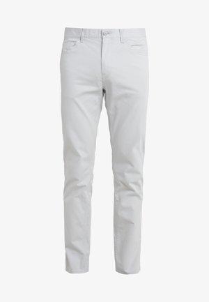 STRETCH BRUSHED POCKET PANT - Broek - pearl grey
