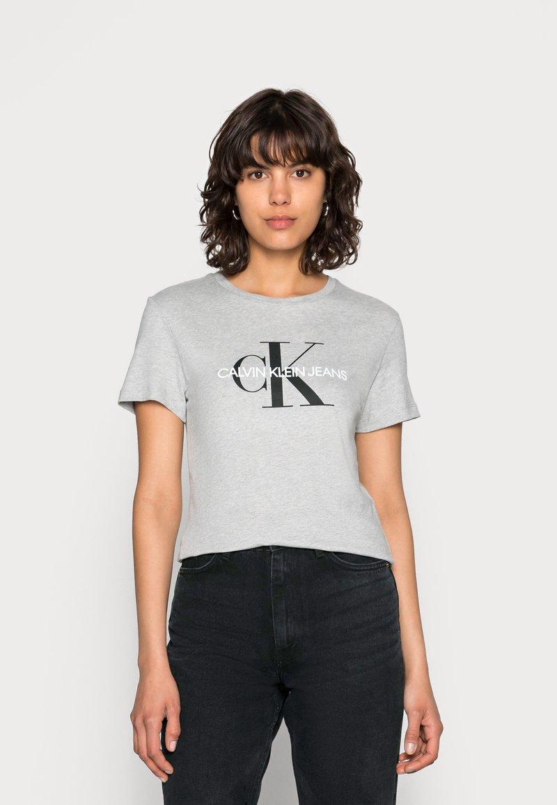 Calvin Klein Jeans - CORE MONOGRAM LOGO - T-shirts med print - light grey heather
