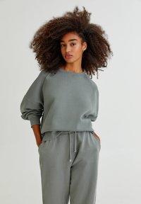 PULL&BEAR - FARBEN - Sweatshirt - green - 0