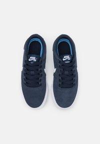 Nike SB - CHARGE UNISEX - Trainers - obsidian/white/black - 3