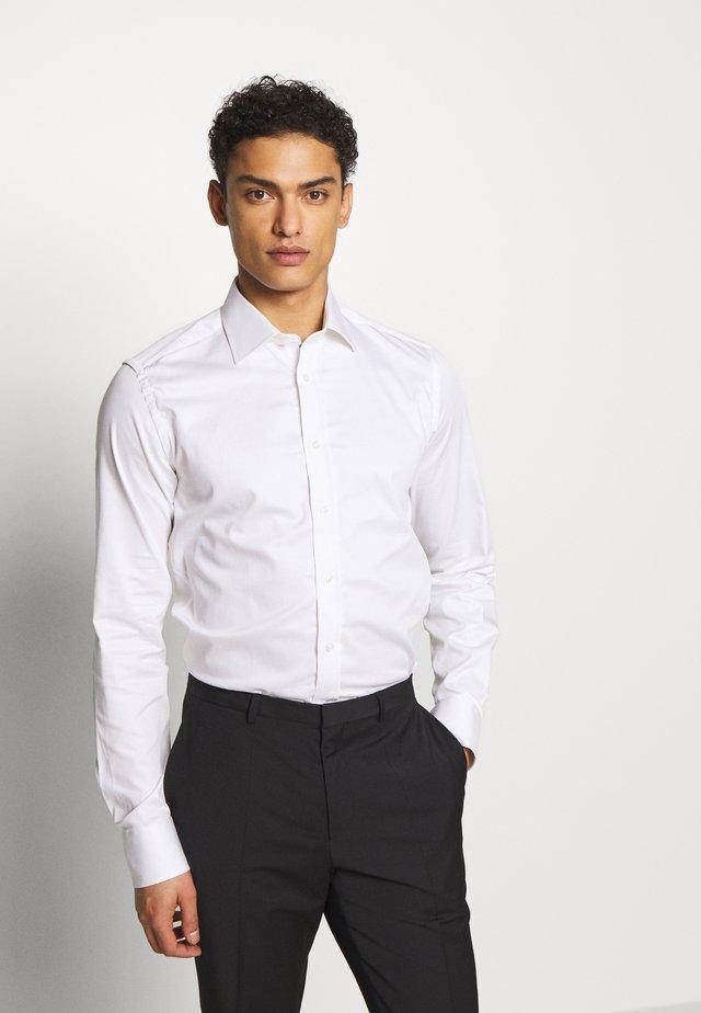 IVER SLIM FIT - Koszula biznesowa - white