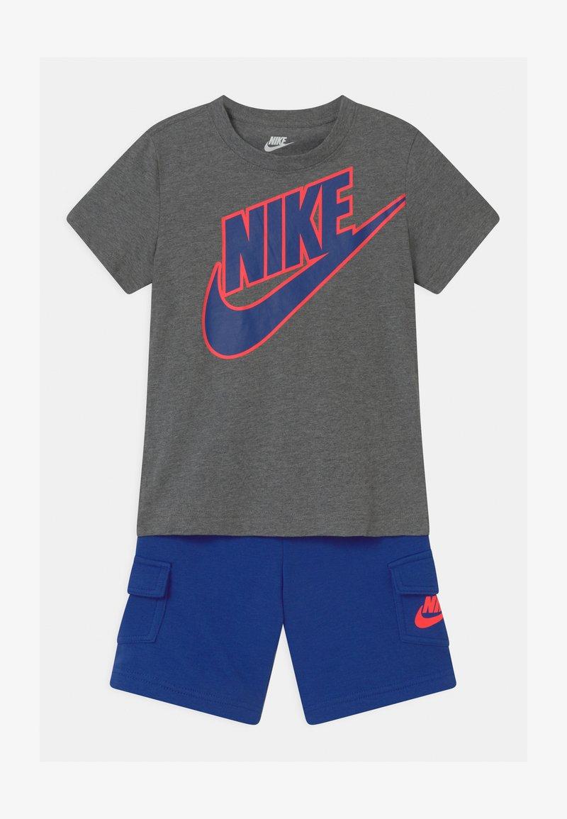 Nike Sportswear - SET UNISEX - Camiseta estampada - hyper royal