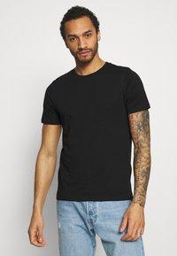 Jack & Jones - JJEORGANIC BASIC TEE O-NECK 5 PACK - T-shirt - bas - black/white/navy - 3