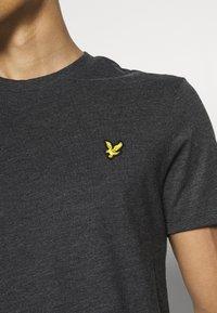 Lyle & Scott - MARLED - T-shirt - bas - jet black marl - 4