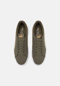 Puma - SMASH  UNISEX - Sneakers - grape leaf/spray green/team gold - 3