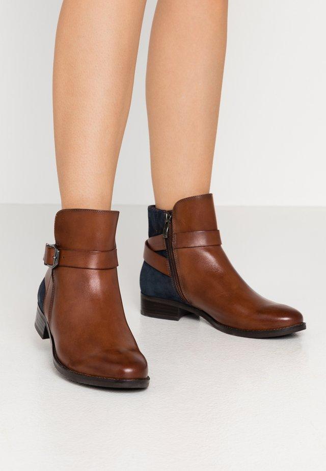 Kotníkové boty - cognac/ocean