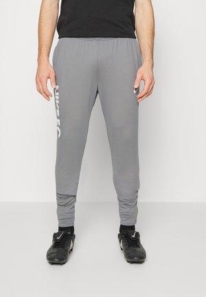 FC PANT - Verryttelyhousut - cool grey/white