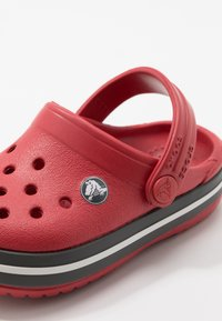 Crocs - CROCBAND - Sandały kąpielowe - pepper/graphite - 2