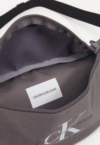 Calvin Klein Jeans - STREETPACK - Bum bag - grey - 4