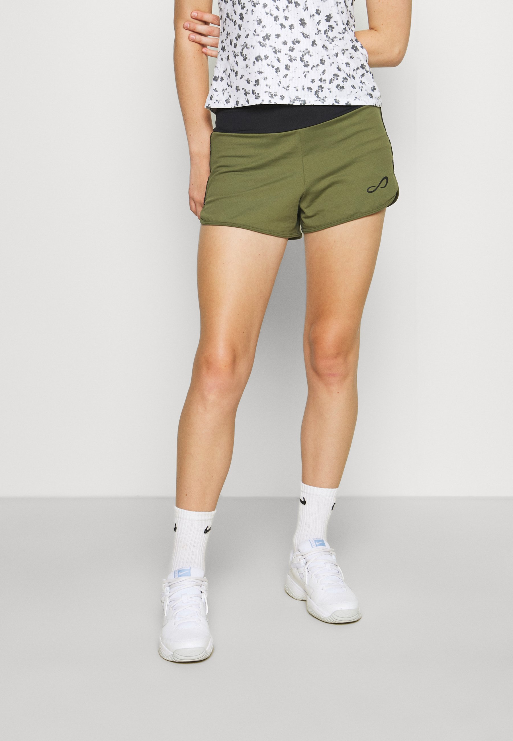 Damen SHORT TECH - kurze Sporthose