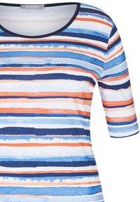 Rabe 1920 - MIT GESTREIFTEM MUSTER UND RUNDHALSAUSSCHNITT - Print T-shirt - dunkelblau - 2