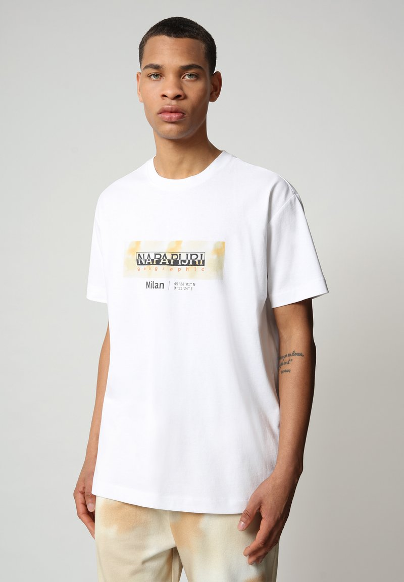 Napapijri - S-AIRBRUSH SS - T-shirt med print - bright white