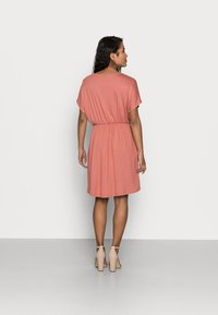 Pieces Petite - PCPETRINE DRESS - Jersey dress - canyon rose