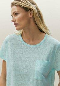 Massimo Dutti - Basic T-shirt - light blue - 2