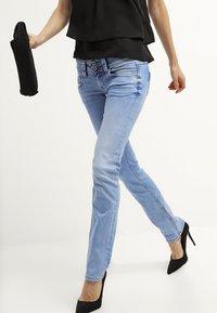 Pepe Jeans - VENUS - Jeans Slim Fit - D26 - 3