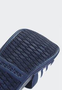 adidas Performance - ADILETTE CLOUDFOAM PLUS STRIPES SLIDES - Badslippers - blue - 7