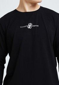 Illusive London Juniors - ILLUSIVE LONDON DUAL - Print T-shirt - black - 2