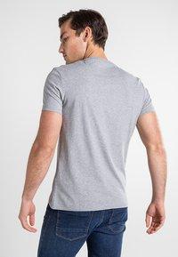 Timberland - SS DUNSTAN RIVER - Print T-shirt - medium grey heather - 2
