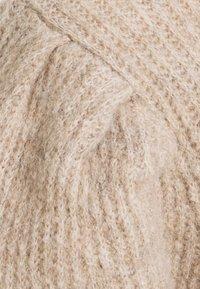 Selected Femme - SLFLIPA T NECK  - Neule - sandshell/melange - 2
