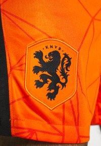 Nike Performance - NIEDERLANDE SHORT - Träningsshorts - safety orange/black - 5
