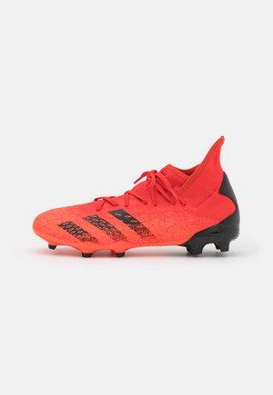 PREDATOR FREAK .3 FG - Botas de fútbol con tacos - red/core black/solar red