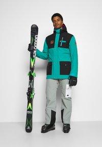OOSC - YEH MAN JACKET  - Ski jacket - green/black - 1