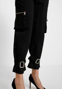 Missguided Petite - UTILITY POCKET BUCKLE TROUSERS - Pantalones - black - 3