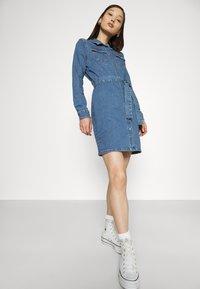 ONLY - ONLCOLUMBIA LIFE DRESS - Denim dress - medium blue denim - 3