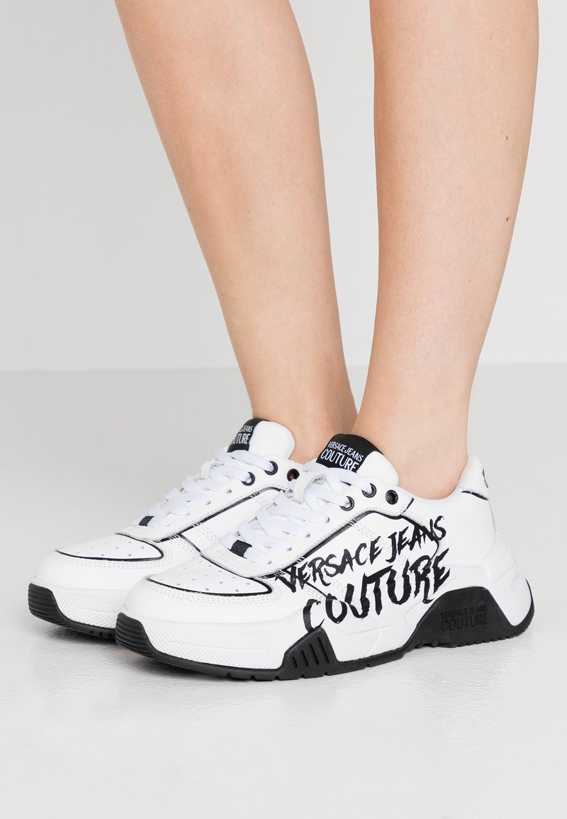 Versace Jeans Couture - Baskets basses - bianco ottico