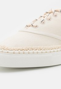 kate spade new york - BOAT PARTY - Sneakers laag - parchment - 6