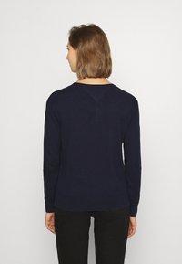 Tommy Jeans - SOFT TOUCH V NECK  - Jumper - dark blue - 2