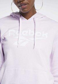 Reebok Classic - CLASSICS VECTOR HOODIE - Bluza z kapturem - pixel pink - 3