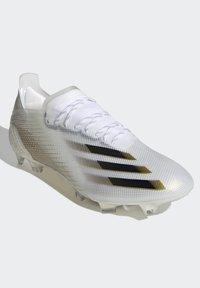 adidas Performance - X GHOSTED.1 FOOTBALL BOOTS FIRM GROUND - Fodboldstøvler m/ faste knobber - ftwwht/cblack/metgol - 6