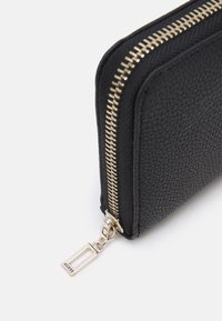 Guess - DESTINY SMALL ZIP AROUND - Wallet - black - 3