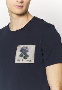 Kent & Curwen - CAMBELL - Print T-shirt - deep blue - 5