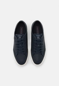Tommy Hilfiger - CORE CORPORATE - Trainers - desert sky - 3
