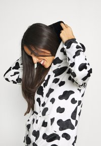 Loungeable - COW PRINT ALL IN ONE WITH EARS - Pyjamas - black/white - 3