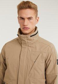 CHASIN' - SATURN LIGHT - Short coat - beige - 11