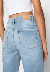Gina Tricot - COMFY MOM - Relaxed fit jeans - sky blue - 6