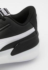 Puma - CLYDE HARDWOOD TEAM - Basketball shoes - black/white - 5
