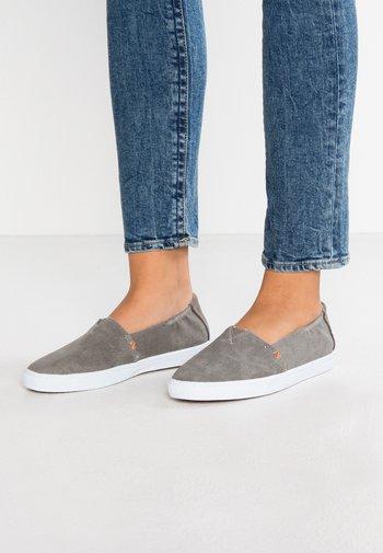 FUJI - Slip-ons - greyish/white