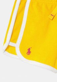 Polo Ralph Lauren - BOTTOMS  - Shorts - university yellow - 2